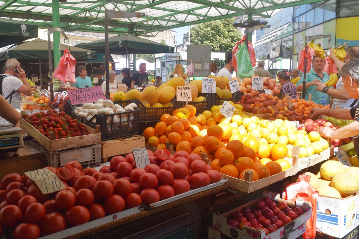https://trip2balkan.com/wp-content/uploads/2019/06/zeleni_venac_farmers_market_serbia_trip2balkan.jpg